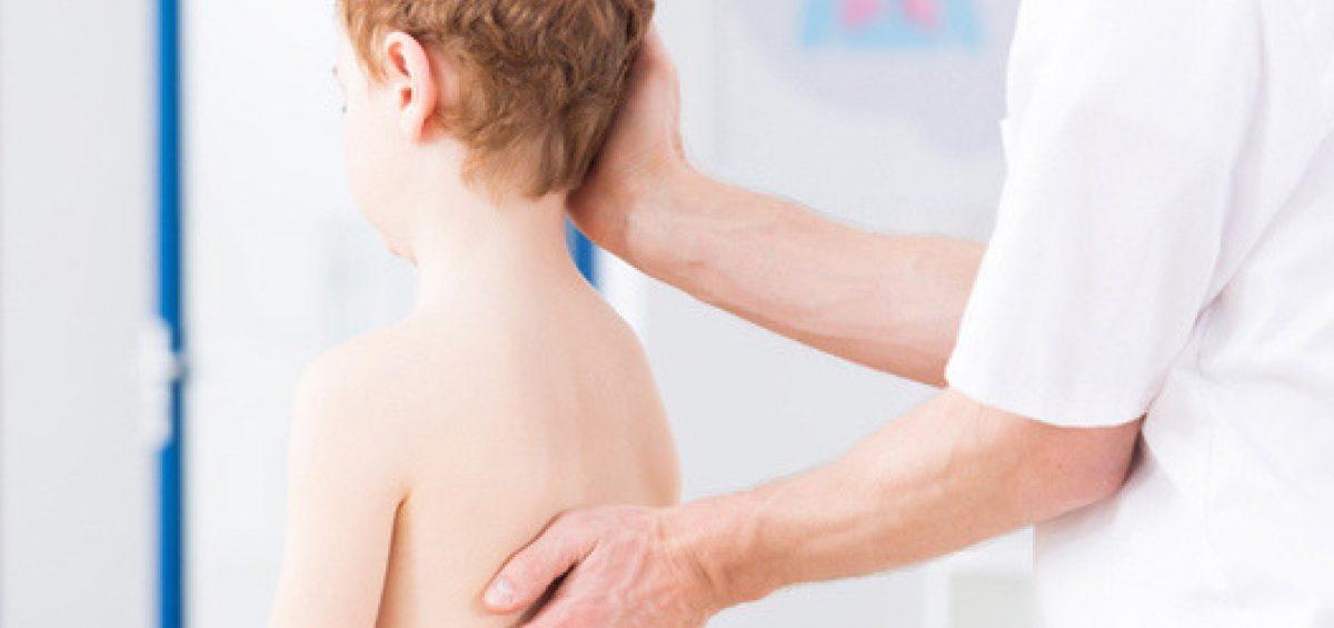 Dor nas costas em crianças e adolescentes